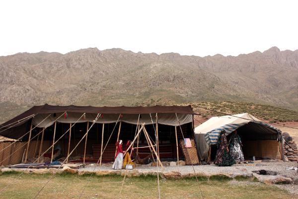 イラン ギャッベ カシュガイ テント風景