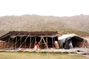 ギャッベを織る遊牧民のテント