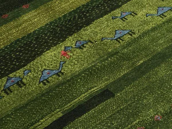 ゾランヴァリ ギャッベ グリーンのリビングサイズ