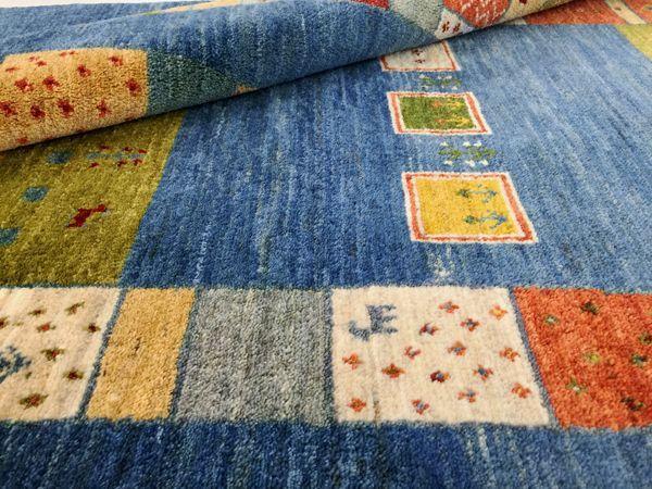 ゾランヴァリ手織り絨毯ギャッベ ブルーとカラフルなパッチワーク