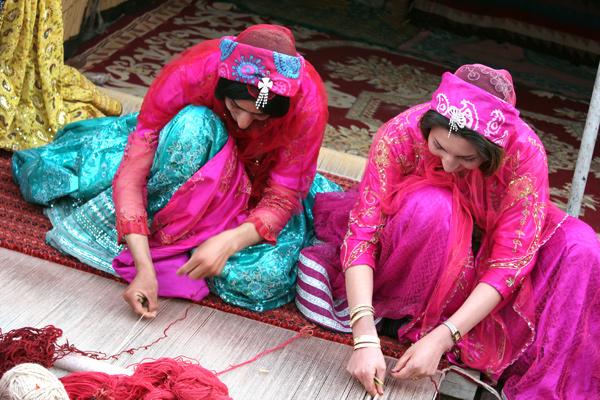 イラン 遊牧民 織り子さん達