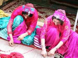 ゾランヴァリのギャッベを織る織子さん