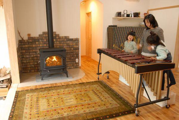 ゾランヴァリギャッベ 暖炉とマリンバ