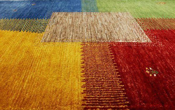 ゾランヴァリギャッベ四色の四季の紋様